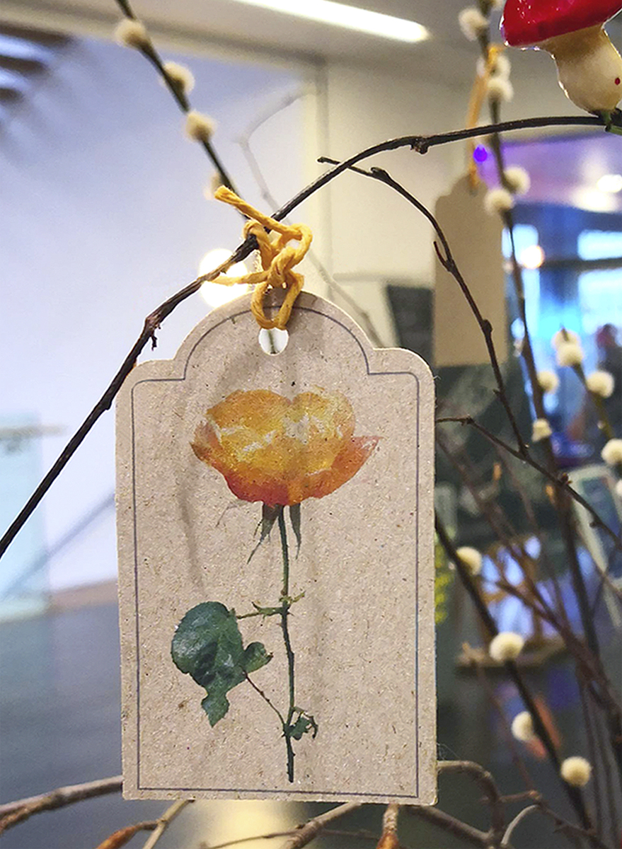 Photo of a gift tag featuring an orange rose photo design